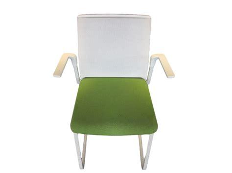chaise bureau verte chaise de réunion verte accoudoirs adopte un bureau