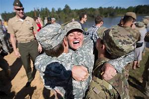 33 Powerful Photos Of Military Women Serving Their Country ...
