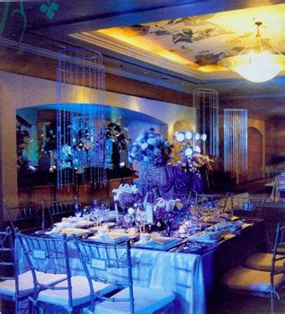 summer wedding idea blue flowers as decors for weddings