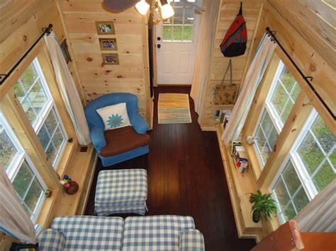 2 Tiny Häuser Verbinden by Brevard Tiny House Company And Their Tiny Home Build