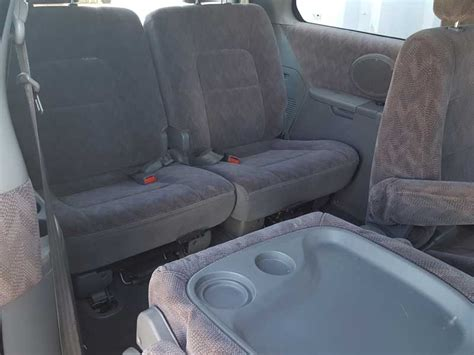 kia carnival  seat people mover red  vehicle sales