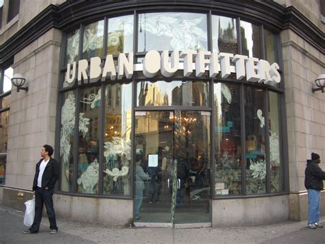 Urban Outfitters seeks liquor license in Brooklyn for ...