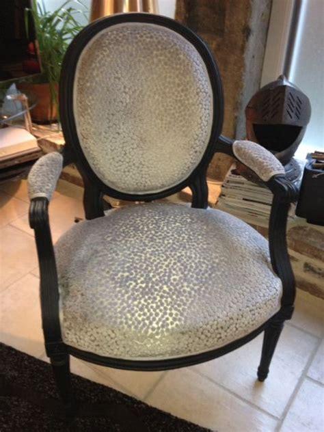 restauration fauteuil deco les 25 meilleures id 233 es de la cat 233 gorie fauteuil voltaire sur capitonnage