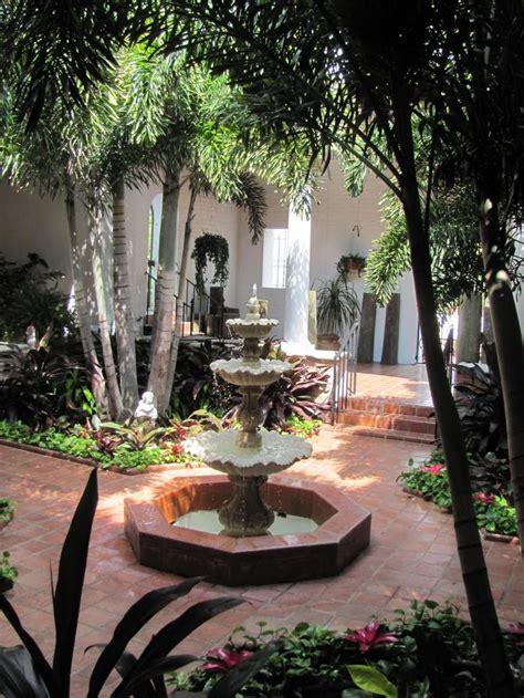 spanish courtyard ideas  pinterest mediterranean  plants    spanish