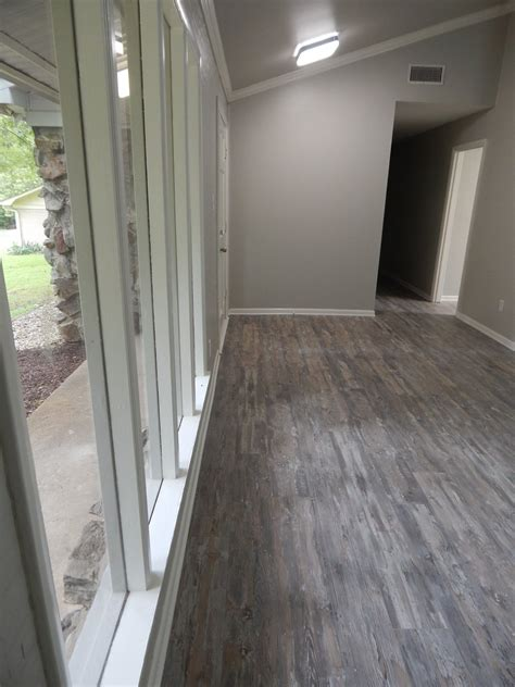 colors that go well with medium oak flooring to knotty