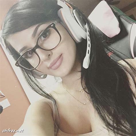 twitch girl and youtuber alia shelesh aka sssniperwolf nude photos leaked