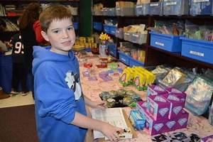 Randolph Elementary Students Shop for Holiday Gifts News