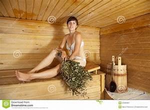 In Der Sauna : frau die in der sauna sitzt stockbild bild 23492307 ~ Whattoseeinmadrid.com Haus und Dekorationen
