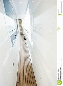 Wandgestaltung Schmaler Flur : schmaler flur stockbild bild von reiseflug leer besatzung 16864069 ~ Buech-reservation.com Haus und Dekorationen