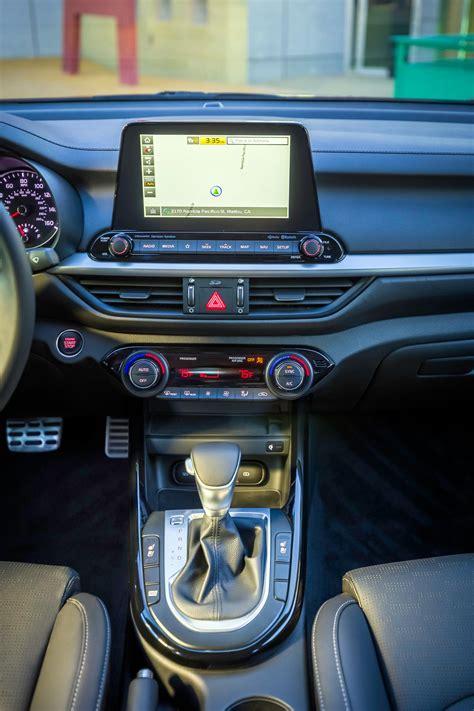 esta es la nueva generacion del kia cerato mega autos