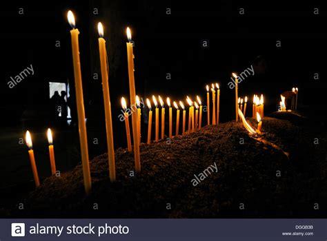 candele accese candele accese nella chiesa armena ortodossa al monastero