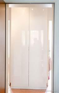 Ikea pax schrank mit fardal turen in hochglanz weiss fur for Ikea pax schrank weiß