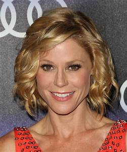 Julie Bowen Medium Wavy Formal Hairstyle With Side Swept