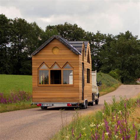 chambre ouverte sur salle de bain tiny houses la maison qui chemine tiny houses