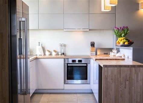 Moderne Einrichtung Mit Holz In Form by Moderne Wohnk 252 Che In L Form Mit Holz Arbeitsplatte Home