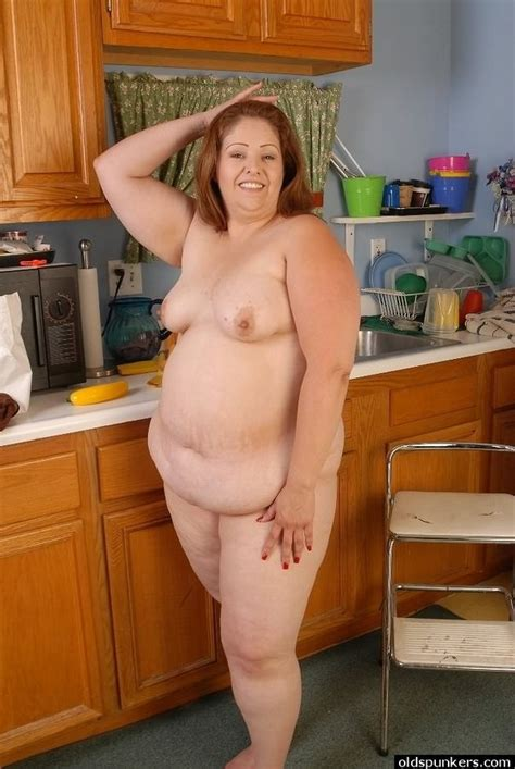 Mature Fat Housewife Getting Naked And Modelling In Kitchen Pichunter