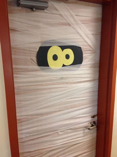 easy halloween dorm decoration ready    teacher pinterest