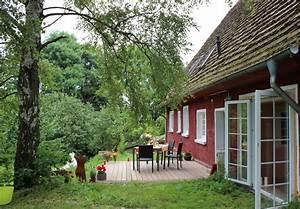 Terrasse Höher Als Garten : rotes haus mit gr nem garten fewo direkt ~ Markanthonyermac.com Haus und Dekorationen