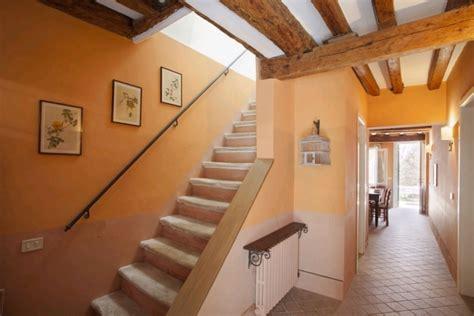 comment relooker une cuisine déco entrée avec escalier