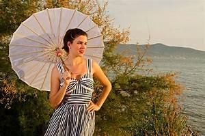 Sonnenschirm Asia Style : auf streifzug in kroatien im ivana dress von hell bunny ~ Frokenaadalensverden.com Haus und Dekorationen
