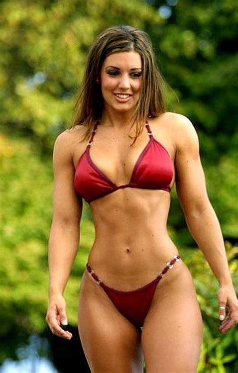 Janine And Kelly Hardy Guys Would You Date A Female Bodybuilder Girlsaskguys