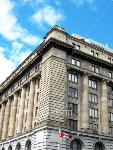 immeuble bureau banque d 39 image coin d 39 immeuble à bureau en