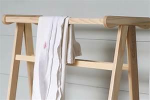 Handtuchhalter Stehend Holz : handtuchhalter aus holz tolle modelle f rs badezimmer ~ Whattoseeinmadrid.com Haus und Dekorationen