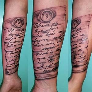 Tatouage Prenom Avant Bras Homme : tatouage parchemin pour immortaliser un message fort ~ Melissatoandfro.com Idées de Décoration