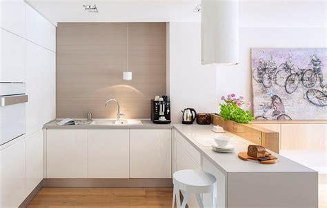 Graue Arbeitsplatten Und Weiße Hochglanz Fronten Küchen