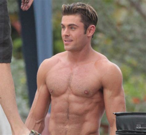 foto de Zac Efron shirtless and hotter than ever on Baywatch