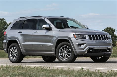 2016 silver jeep grand cherokee 2016 jeep grand cherokee improves mpg adds engine stop start
