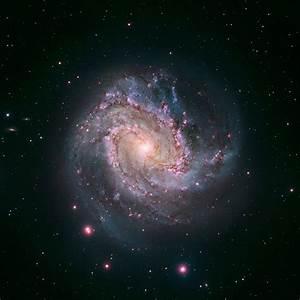 HubbleSite - Picture Album: Hubble-Magellan Composite of M83