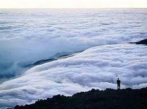 Bello amanecer en Guatemala, visto desde el volcan ...