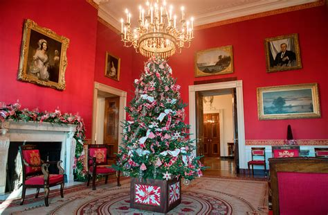 melania trump unveils white house christmas decor
