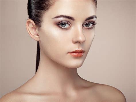 Как пошагово выполнить нюдовый макияж