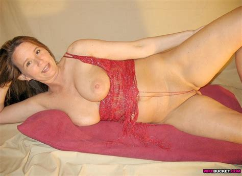 Wifebucket Nude Pics From This Sexy Mature Housewife