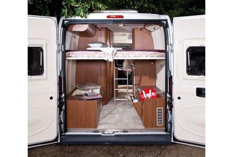 chambre avec lit superposé location fourgon aménagé hertz cing cars
