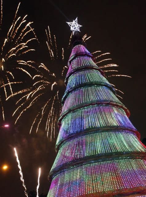 christmas trees around the world slide 1 ny daily news