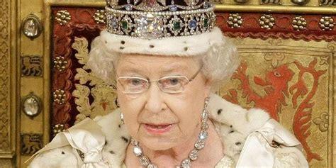 la chambre de la reine trône d angleterre la reine elizabeth ii dépasse le