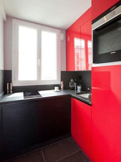 placard d angle cuisine une déco de cuisine moderne en et noir