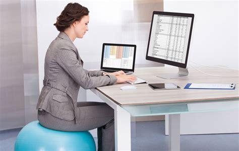 au bureau 10 exercices à faire au bureau pour rester en forme