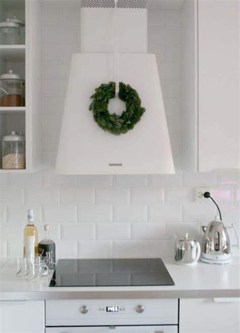 range hood christmas decorating ideas a simple wreath on the range decorating kitchen decor