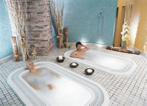 die angenehme hydro massagetherapie wellness massage