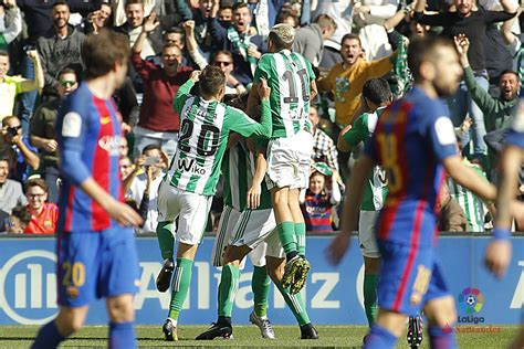 Barcelona 3-4 Real Betis: Leaders stunned by expert display - BBC Sport