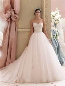 sissi brautkleider mit schleppe rosa brautkleid für einen ösen hochzeits look archzine net