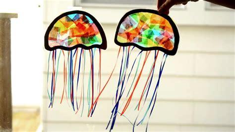 bold jelly fish suncatcher   construction paper