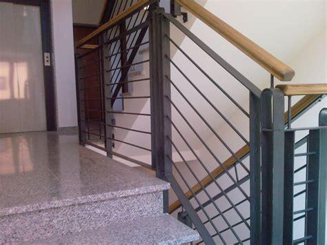 corrimano scale normativa manca il corrimano si rischia di risarcire tutti i danni