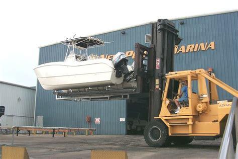 World Cat Boat Lift by World Cat 266sf