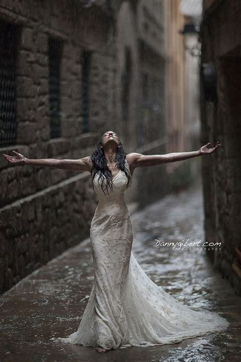 rainy day wedding    hopelessly romantic