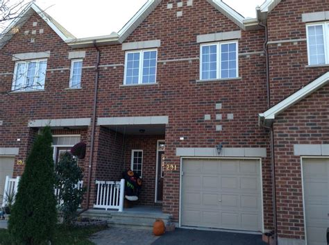 Townhouse With Hardwood And Walkout Finished Basement